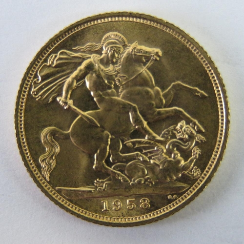 462 - A 22ct gold Elizabeth II 1958 full sovereign, 8g...