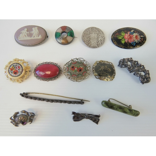 133 - A quantity of vintage brooches including; a Wedgwood lilac jasperware brooch, white metal crab marke...