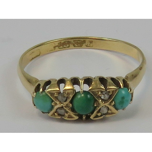 104 - A vintage 18ct gold diamond and turquoise ring, having carved head inset with three graduated turquo...