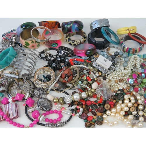 127 - A large quantity of assorted modern and vintage costume jewellery including; shell bracelet, bangles...