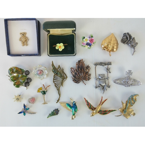 128 - A quantity of assorted 20th century brooches including; Adrian Buckley teddy bear with jointed limbs...