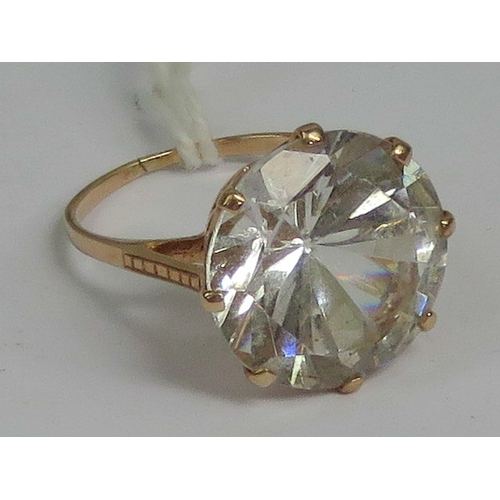 123 - A 9ct rose gold and white topaz solitaire ring (approx measurements 16 x 16 x 10mm), stamped 9ct, si...