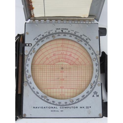32 - A WWII British navigational computor Mark III in original packaging.