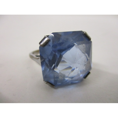 91 - A white metal ring set with a princess cut topaz coloured cabochon, 16 sq...