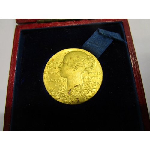 139 - A small gold Victorian Jubilee medal, Official Royal Mint issue by G W De Sailles, observe with youn...