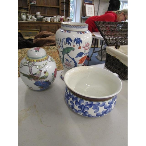 24 - A selection of ceramics to include a modern oriental vase, a ginger jar and a bowl...