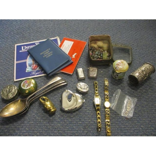 28 - A mixed lot to include a silver pill box, an enamelled pill box, coins and costume jewellery...