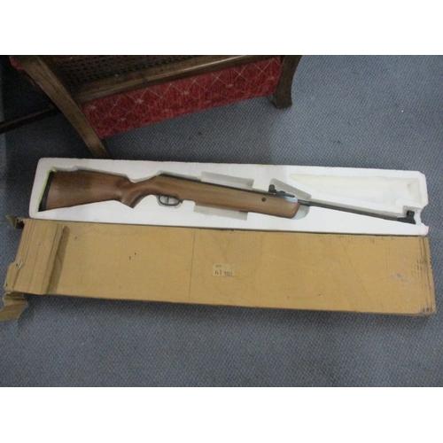 39 - An SMK19 5.5mm air rifle...