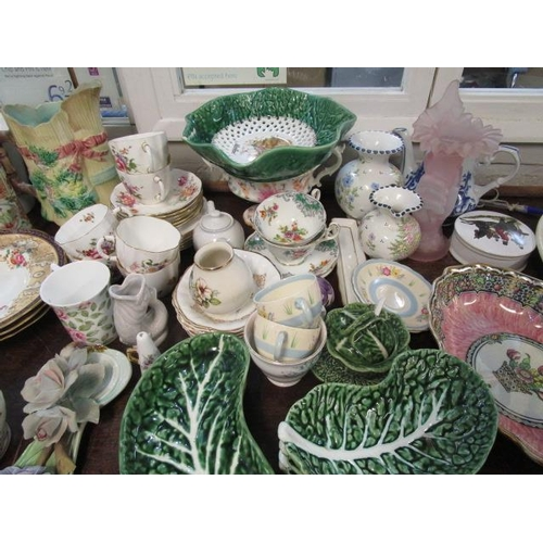 39 - A mixed lot of ceramics to include a 19th century Chinese Canton sleeve vase A/F, a Royal Crown Derb...