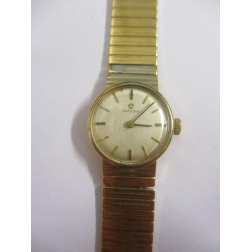 10 - An Omega ladies manual wind 9ct gold 1960s wristwatch. The calibre 620 movement numbered 25749750 an...