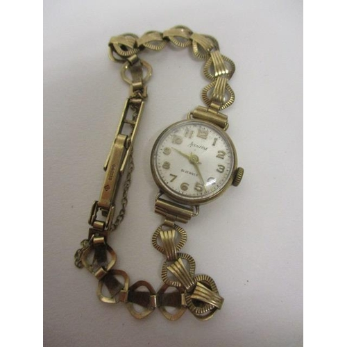 38 - An Accurist ladies manual wind 9ct gold 1960s wristwatch. The 21 jewel movement housed in a 9ct gold...