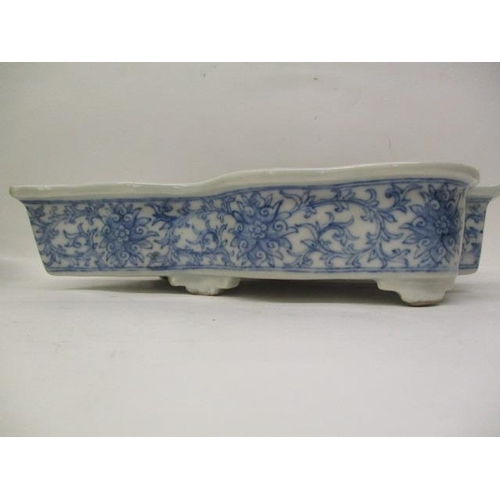 11 - A matched pair of late 18th century Japanese blue and white leaf shaped dishes, the rim decorated wi...