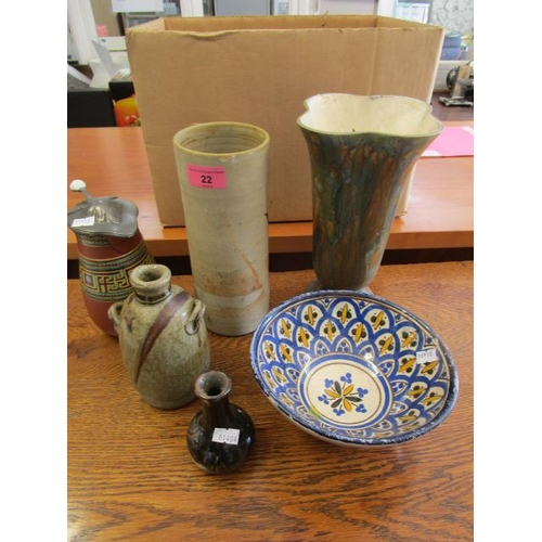 22 - A mixed lot of ceramics to include Safi Middle Eastern bowl, studio pottery to include a Grayshott v...