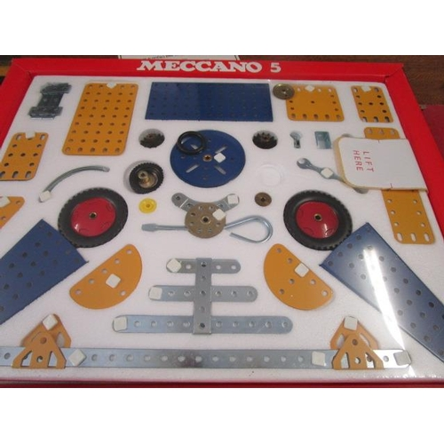 31 - A Meccano No 5 395 parts for all action models, boxed set, other vintage Meccano accessories and par...