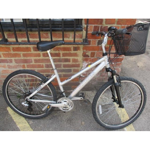 23 - A modern Dawes ladies bike...