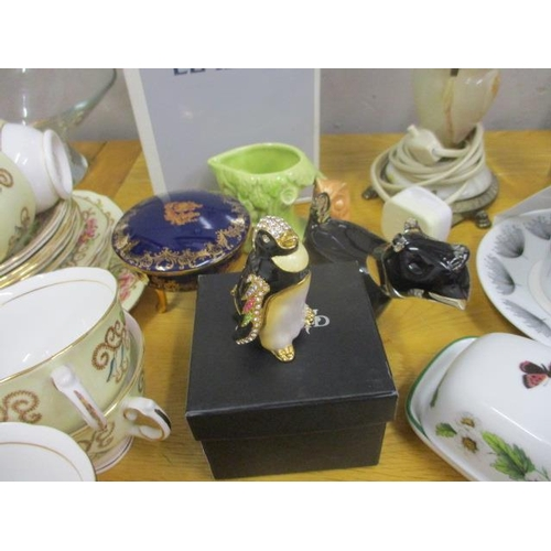 16 - A mixed lot to include a Lladro figure, a teaset, boxed cutlery and other items...