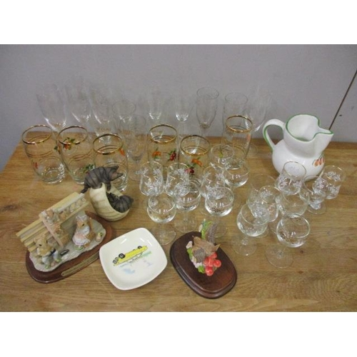 26 - A mixed lot to include etched glassware, a Leonardo collection ornament and other items...