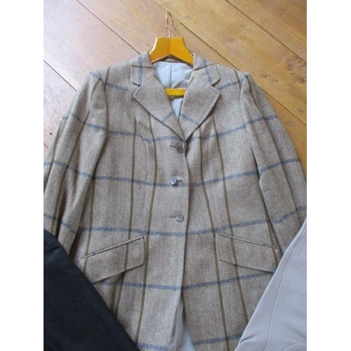 39 - A late 20th century Bedford riding jacket, size 34-36