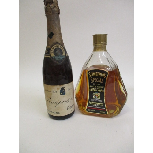 33 - A boxed bottle of Something Special De Luxe Scotch Whisky, together with a 1923 vintage Brayant & Fi...