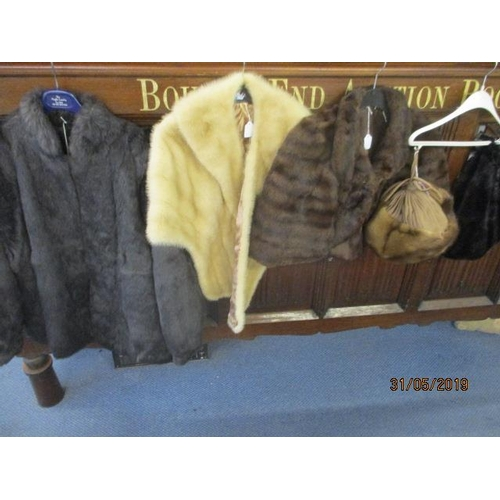 41 - A selection of mid to late 20th century fur clothing to include two mink hats and an arctic wrap...
