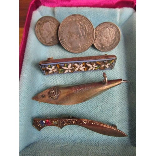 46 - A selection of silver and costume jewellery to include two silver and a 9ct gold a 9ct gold with sil...