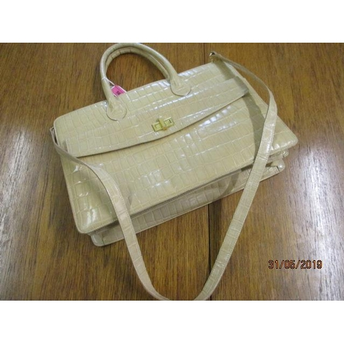 56 - A late 20th century Francesco Biasia leather handbag with detachable shoulder strap, in a cream mock...