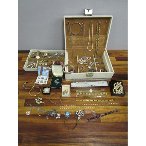 7 - A quantity of costume jewellery to include a silver bangle with engraved, floral and swallows decora...