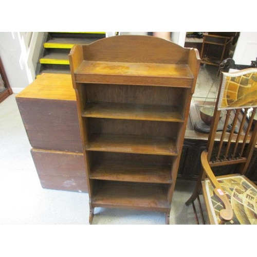 39 - An Arts & Crafts oak five tier bookcase...