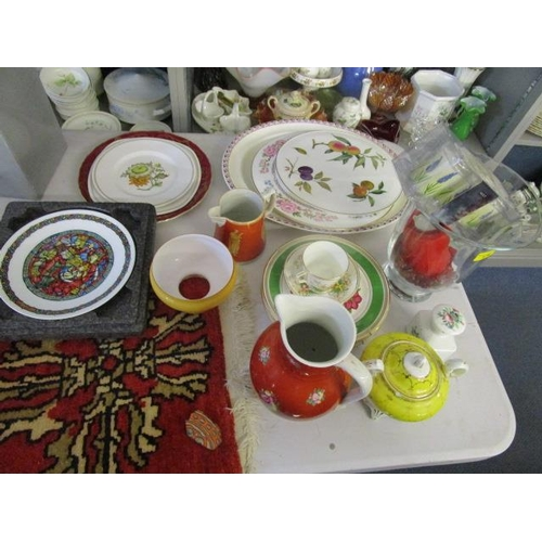 111 - A mixed lot to include a Royal Worcester Frensham pattern cake plate, a glass vase, two rug samples ...