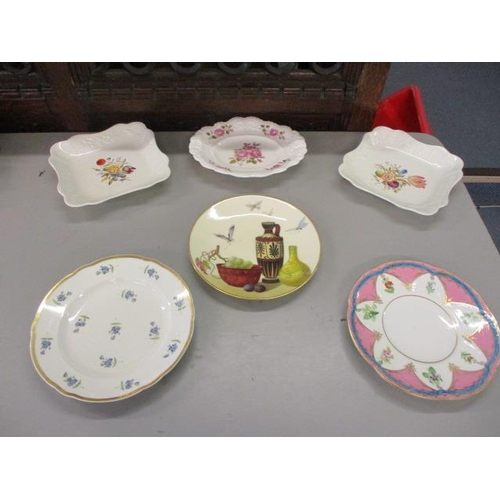 11 - A mixed lot of 19th century porcelain plates to include Minton and Royal Doulton display plate...