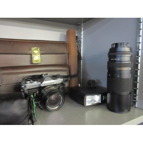 40 - Photographic equipment to include a Fujica ST 605, a Mitsuki Macro 75-260mm lens and other items...