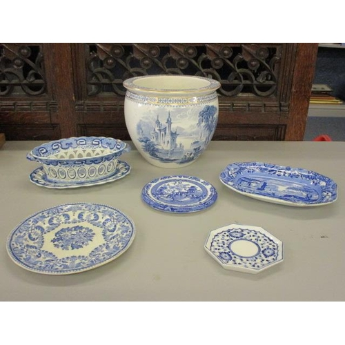7 - An early 19th century chestnut bowl A/F and blue chinoiserie style ceramics...