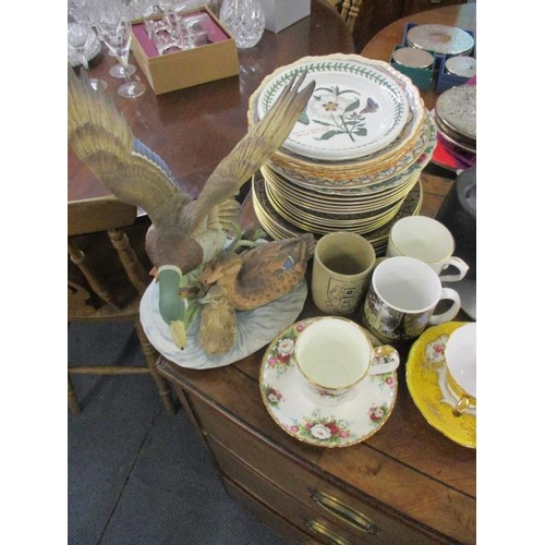 139 - A mixed lot to include a Capodimonte large owl, copper and brass oil lamp, silver plate and other it...