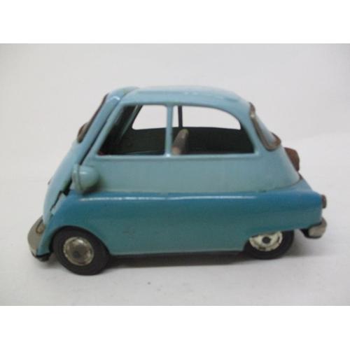 8 - A 1950s Bandai Japanese blue tin plate Isetta 300 bubble car, 3 1/2