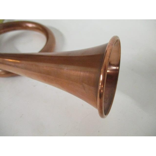 30 - An early 20th century copper and brass single coil hunting horn, the bell 2 1/4