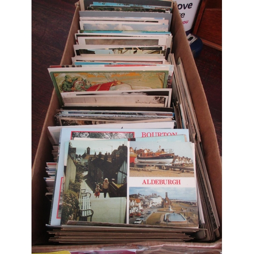 22 - A quantity of postcards circa 1930, topographical scenes...