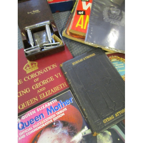 42 - An Ever Ready razor set in a Bakelite box, a quantity of books and pamphlets to include a 1940s Mecc...