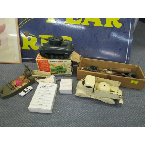 43 - A mixed lot of toys to include a boxed Triang mini clockwork powered Sherman tank, hollow lead cast ...