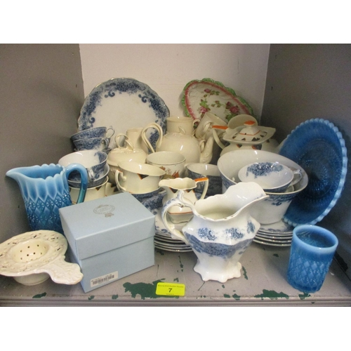 7 - A mixed lot to include a Wilkinson teaset, Myott 1930s china, Leedsware cream china and mixed china ...