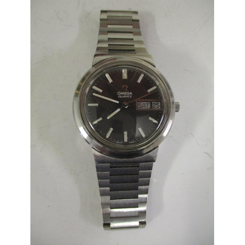 36 - A gents 1970s Omega  stainless steel quartz wristwatch with fitted stainless steel bracelet, black d...