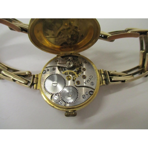 80 - A ladies 9ct gold wristwatch with an engine dial and Roman numerals, on an expandable bracelet, 21.8...
