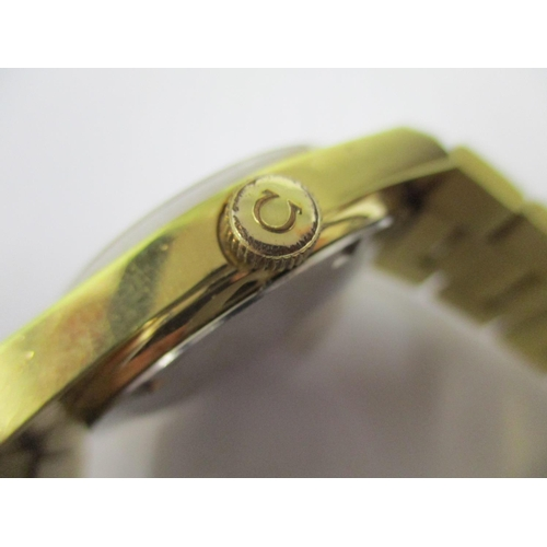 72 - A gents Omega Geneve automatic, gold plated bracelet wristwatch with date aperture, gold coloured di...