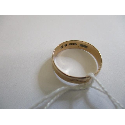 58 - A 9ct gold wedding band, Sheffield, 2.62gms...
