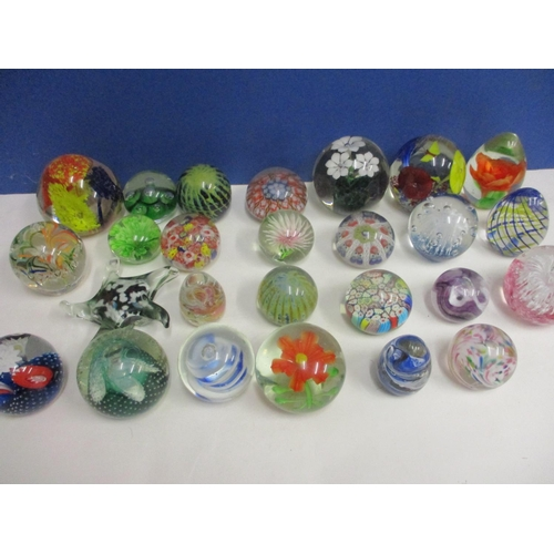 33 - A quantity of glass paperweights, to include Alum Bay, Millefleur, Strathearn, Mdina and Caithness e...