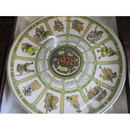 25 - A quantity of boxed collectors plates to include a Wedgwood 1978 calendar plate...