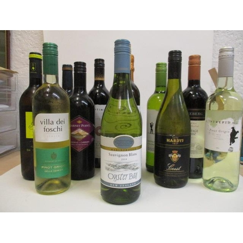134 - Twelve bottles of mixed red and white wine to include Oyster bay 2014 Location LAM