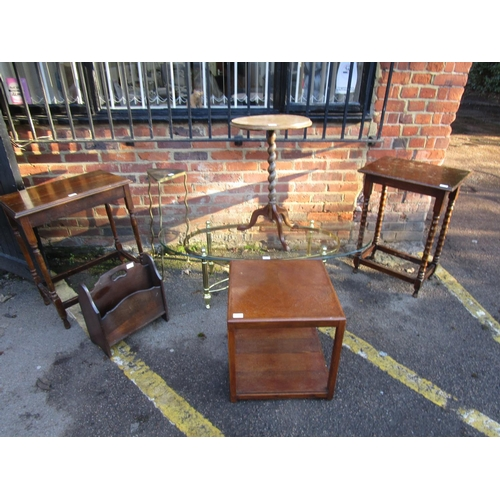 468 - Small furniture to include a matched set of six 1930s oak lathe back chairs, a nest of tables and ot...