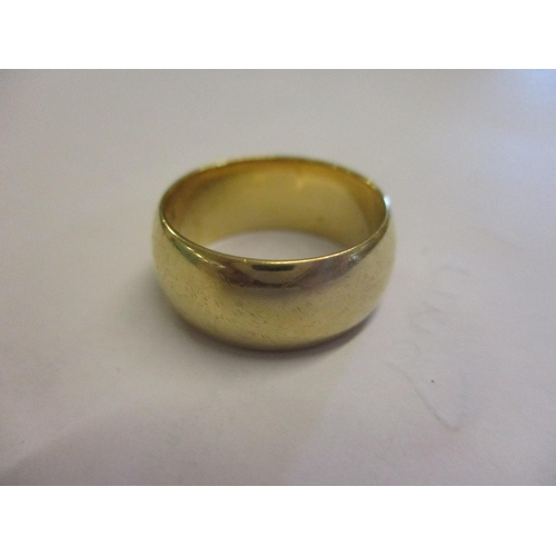 471 - An 18ct gold wedding ring Location CAB...