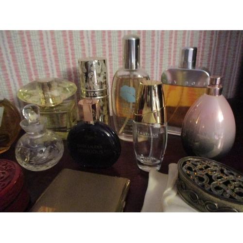 19 - Mixed fragrances to include Versace, Yellow Diamond Intense, Je Reviens Worth eau de toilette, Flora...