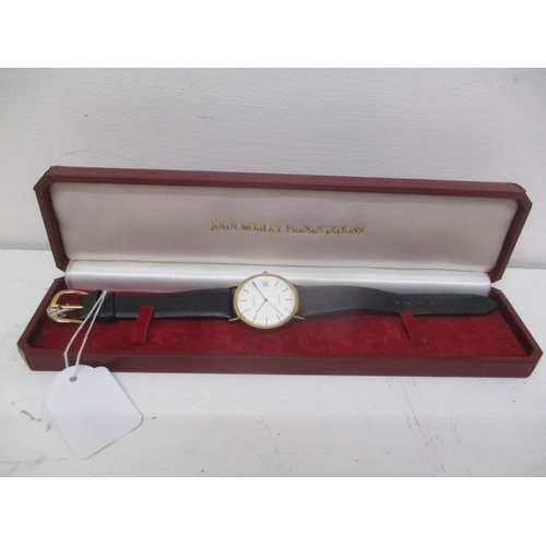 4 - A Geneve gents 9ct gold quartz wristwatch having a silvered dial, gilt baton markers and hands, date...
